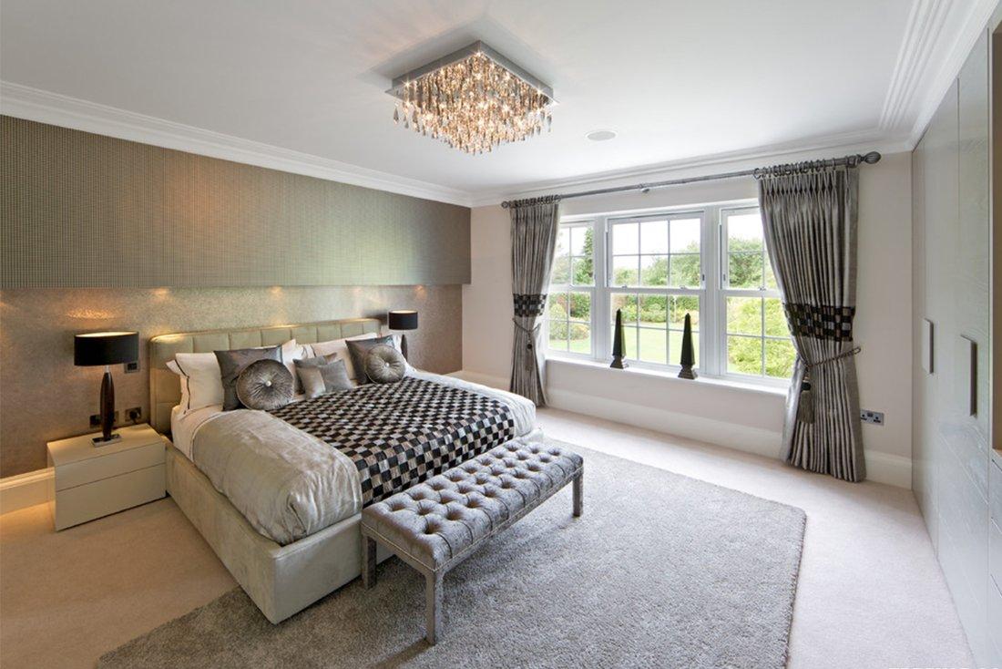 Люстра в спальне с низким потолком