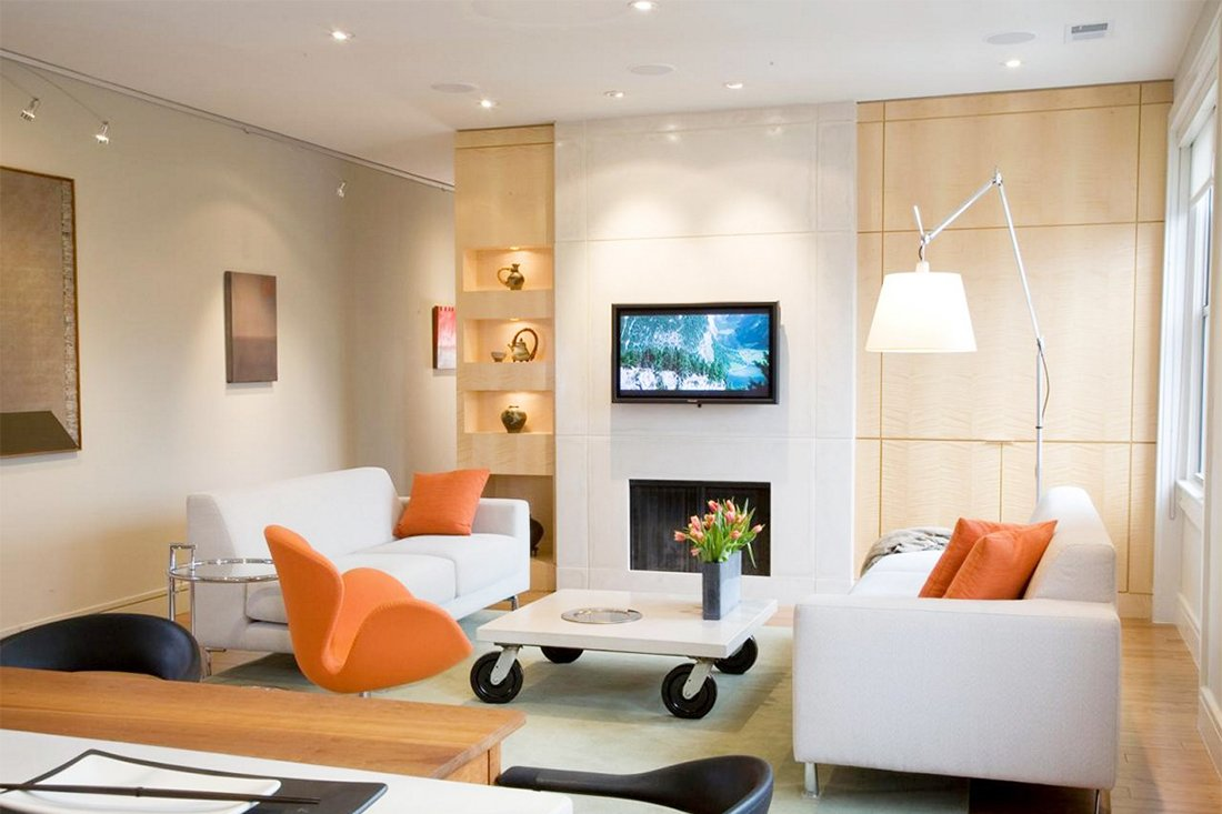 Точечные светильники в гостиной с низкими потолками